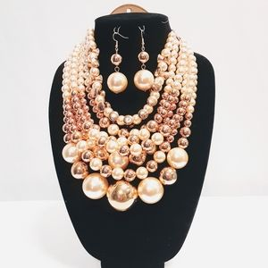 Creamer Pearl's and Gold  Necklace Set